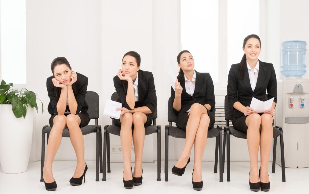 mulher com diferentes posturas